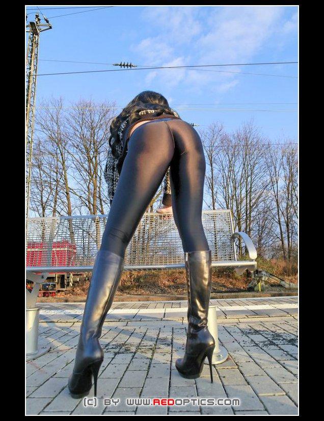 Stella van Gent in hot supertight spandex leggings