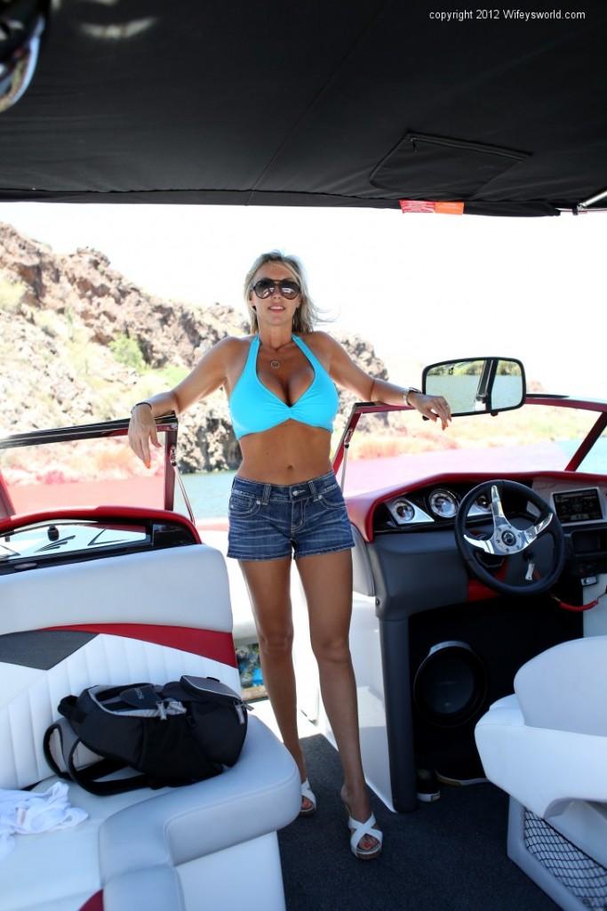 Busty Blonde Milf Wifey posing her Boobs in a sexy Bikini